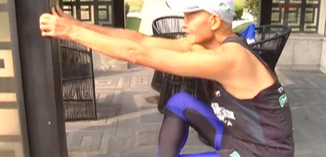 用脚步丈量世界 79岁大爷5年时间跑完8000公里