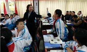 延秀教师在彭州市2018年秋季国际理解教育(学本)培训会上作培训