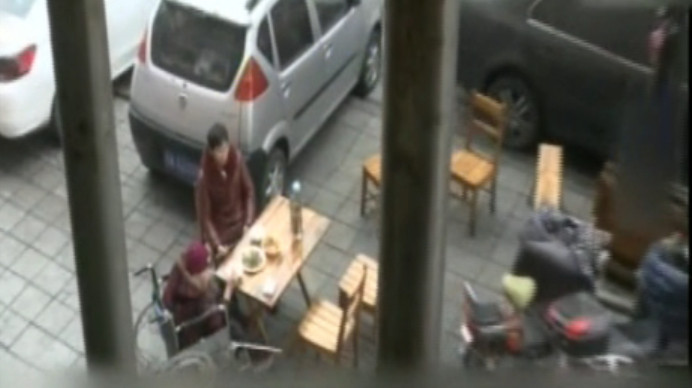 楼下商家开餐馆 楼上居民受影响 油烟扰民何时了?