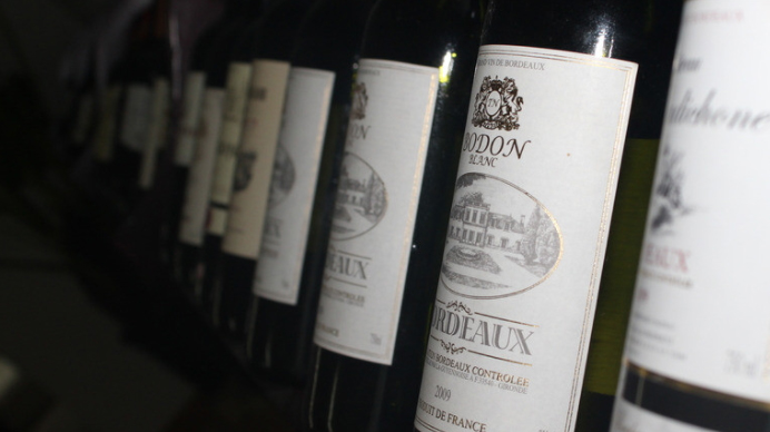 """市面上的廉价""""红酒""""你喝过吗? 它可能是化学药品勾兑的"""