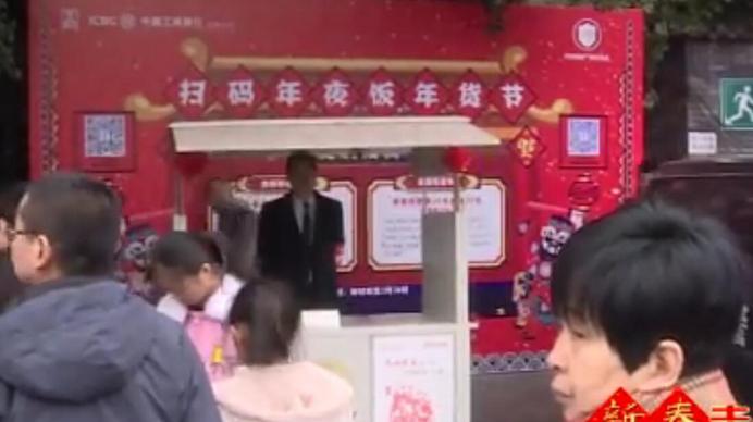 点赞!春节大假 这群志愿者仍在宽窄巷子坚守一线