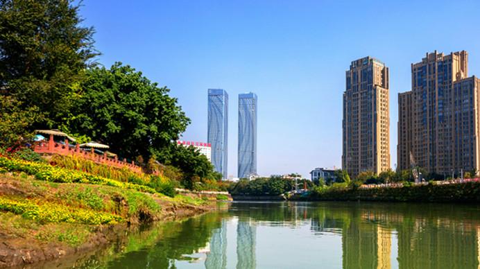 """范锐平:深入实施乡村振兴战略 探索公园城市""""乡村表达"""""""