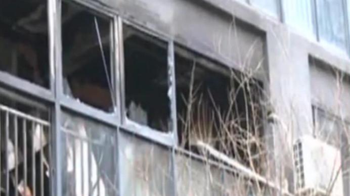 温江一小区发生火灾 业主质疑保安不作为