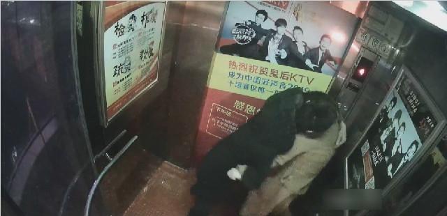 湖北:男子电梯内猥亵女孩 还按着受害者老公殴打 去了警局都没消停...