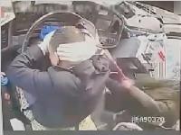 浙江:棍子都被打断!因投币不找零 公交司机被00后小伙打裂头皮