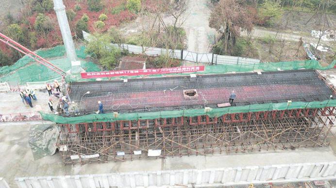 地铁17号线一期工程全线桥通 连接中心城区、温江、双流