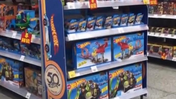 特价玩具结账时收原价?超市真假价签令人疑惑