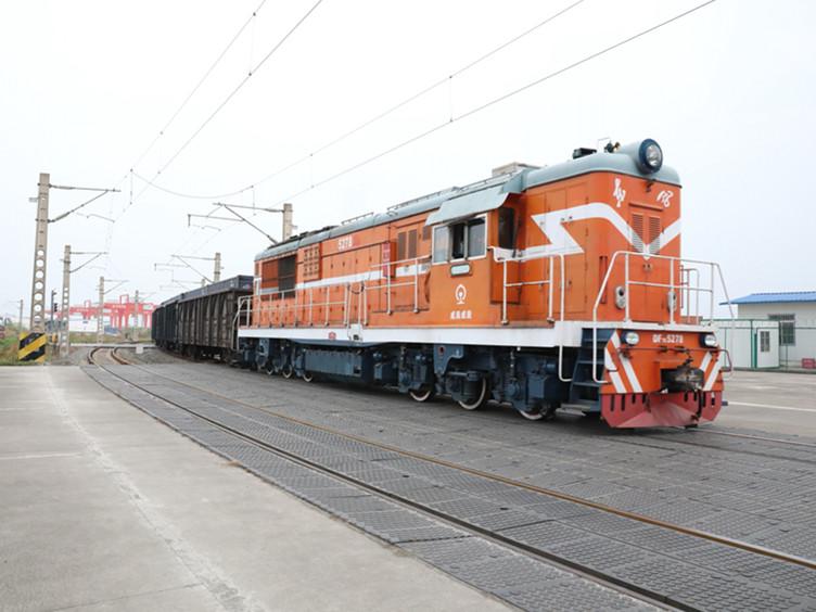 首趟中欧班列(卢森堡-幸运分分彩)顺利到达幸运分分彩国际铁路港