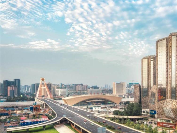 彭清华会见正大集团资深副董事长谢炳 范锐平参加会见