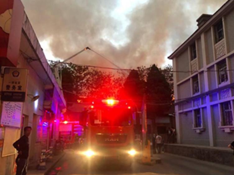 <font color=red>西安</font>一老式砖木结构居民楼起火 2人遇难