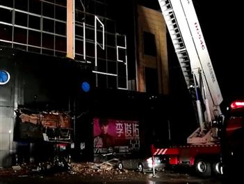 广西百色一酒吧发生坍塌 目前已救出65人