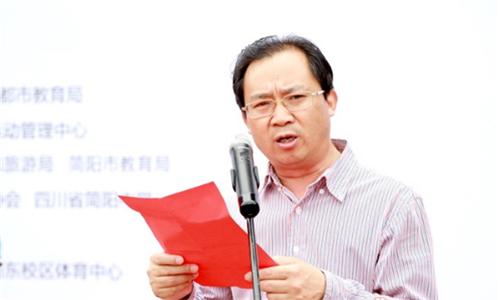 简阳中学党委委员、副校长陈建超致欢迎词.png