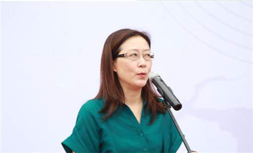 简阳市文化体育和旅游局党委书记王晓红宣布大赛开始.png