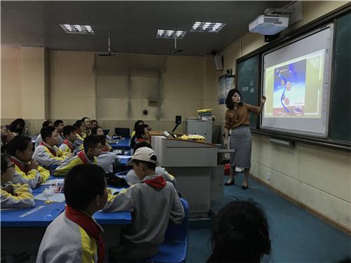 王燕梅课堂执教.JPG
