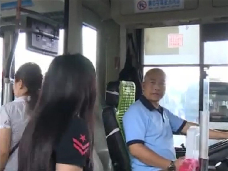 公交驾驶员:用初心保乘客出行平安 畅交通未来