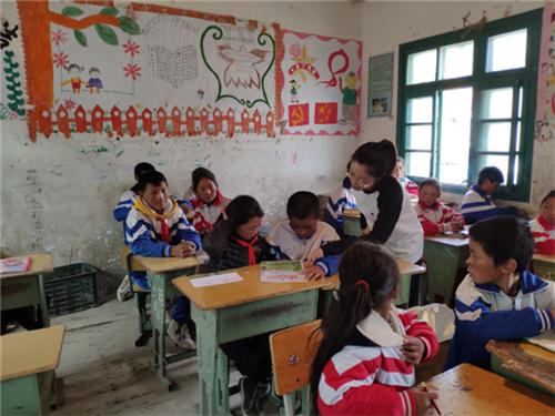 马小宇老师为孩子们带来了乐趣十足的英语课《动物园》.png