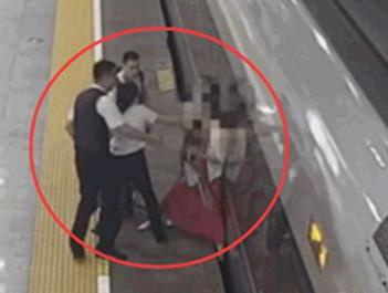 绊火车第一人 女乘客错过检票竟在站内撒泼