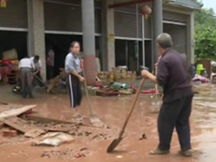 天公不作美 简阳贾家镇遭到暴雨袭击 多户村民家中被淹