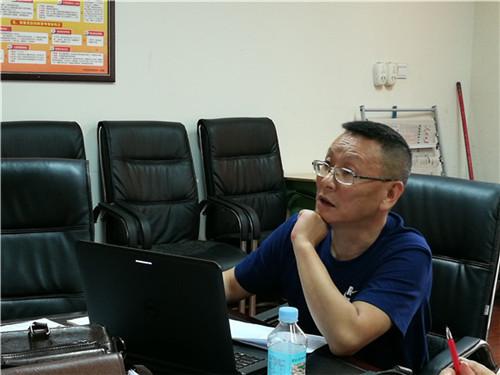 图2:郑洪明对期末摸底考试情况进行详细数据分析.jpg