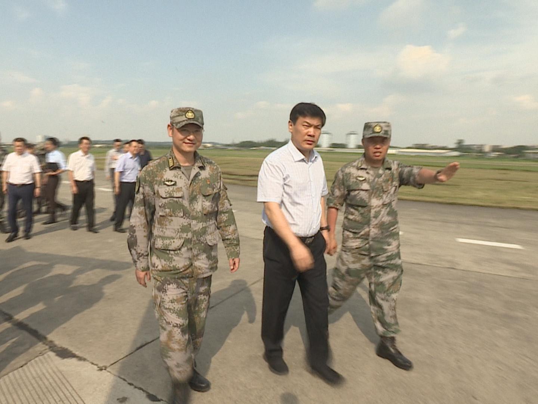 羅強等市領導走訪慰問駐蓉部隊官兵
