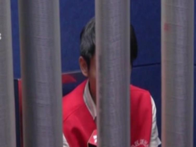 深圳:男子持刀闯入珠宝店 警方惊险解救人质