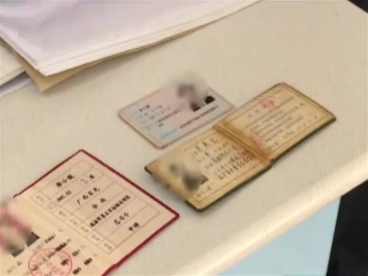 """广西一男子伪造证件诈骗 这个""""总司令""""真可笑"""
