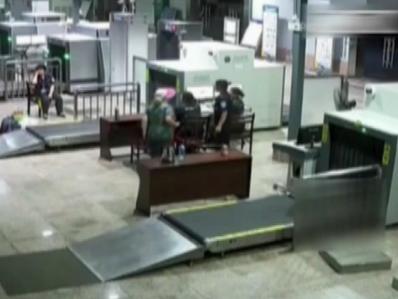 桂林:70岁老人带25把刀过安检 理由竟然是……