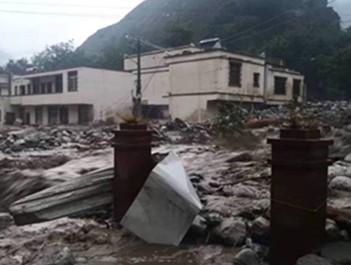 视频!汶川遇强降雨 发生山体滑坡和泥石流