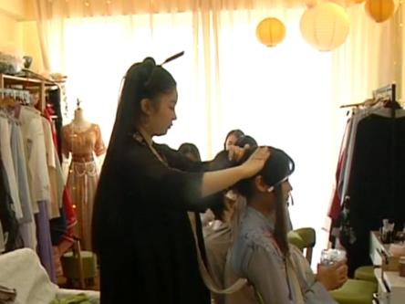 90后妹子毕业后大胆创业 打造成都第一家汉服造型店