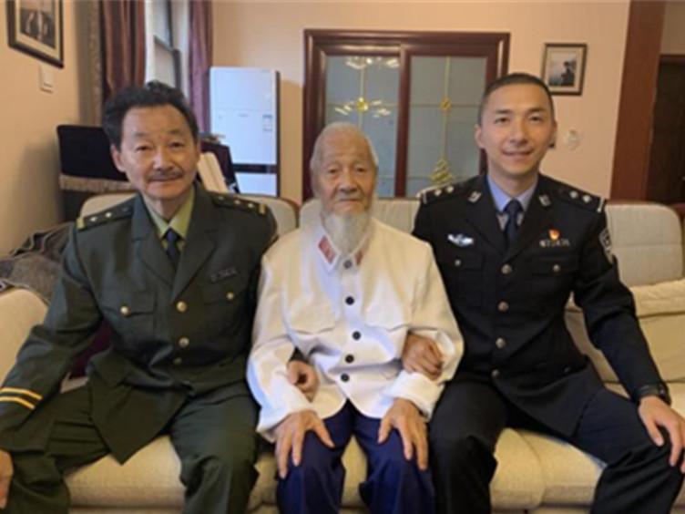 警龄70多年!祖孙三代从警 成都这个家庭见证新中国历史