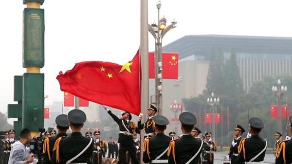 四川省隆重举行升国旗仪式
