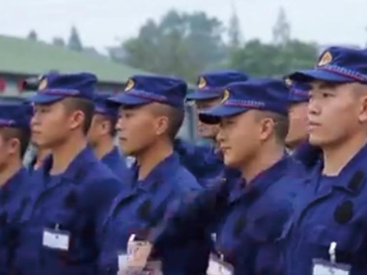 四川省消防新训大队邀请新队员家属 共度幸福国庆