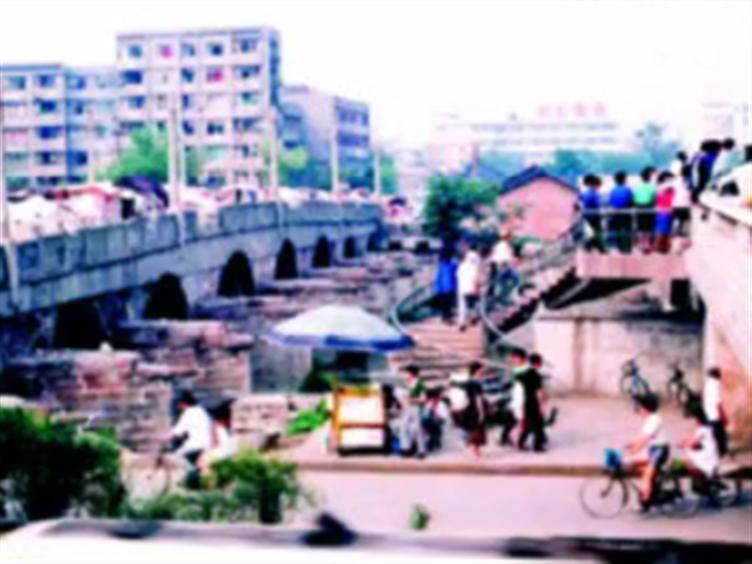 老成都人眼里的九眼桥 见证市民的匆匆往事