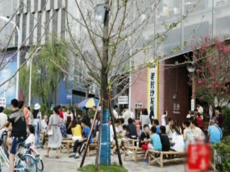 湖南一网红饭店国庆取号近2万桌 食客:排3天都没吃上