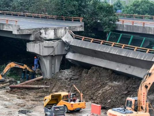六問無錫高架橋側翻事故