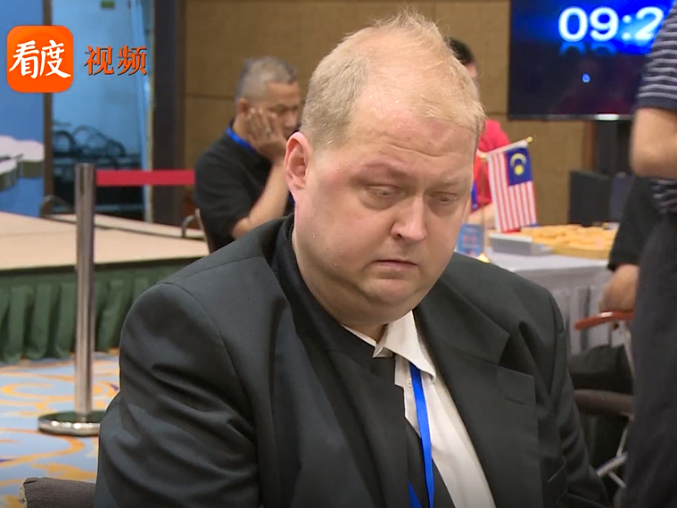 """全球象棋双人赛精彩回顾 """"会说13国语言""""的棋手邓明高"""