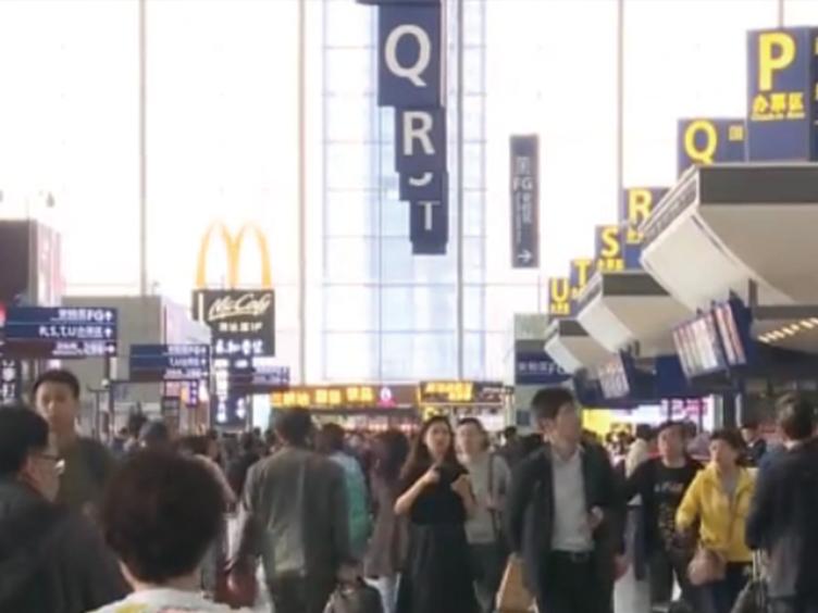 """坐飞机免费乘高铁 幸运分分彩首个""""空铁联运""""方案在双流国际机场上线"""