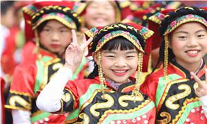 """56个""""民族""""齐齐亮相站东小学运动会开幕式"""