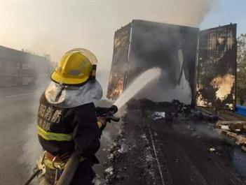 百世快递回应13吨包裹烧毁:正在补发