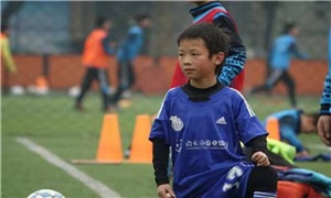 成都市青羊实验中学附属小学校园足球再次斩获佳绩