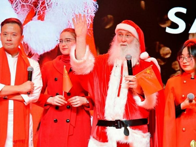 """""""资格""""的圣诞老人现身成都 快去免费和他合影"""