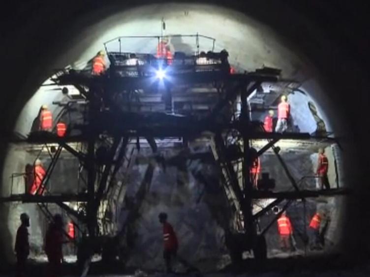 成都未来10小时到大理!攀枝花到大理高速宝鼎二号隧道贯通