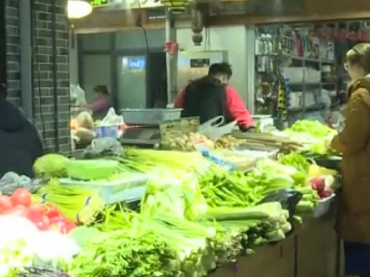 @成都市民 今年过年蔬菜肉类种类丰富且不涨价!