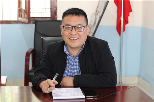 图4:学区副主任吴忠南校长作论坛交流发言.JPG