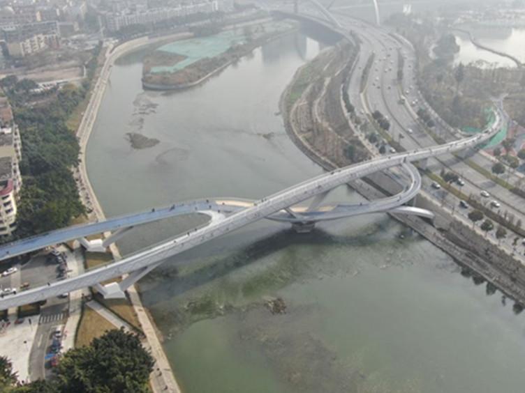 """形如""""莫比乌斯环"""" 成都这座网红大桥邀你来打卡"""