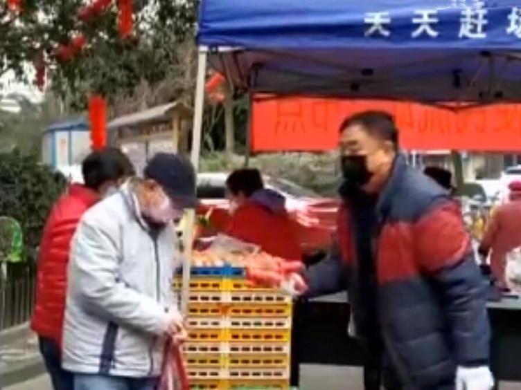武侯:黉门街社区党员群众齐上阵 为防疫助力