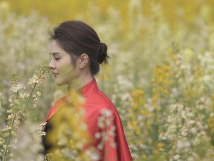《时尚成都》看春来:山花烂漫时 她在丛中笑