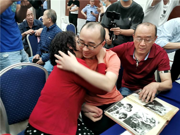 """32年前被拐儿童终被寻回  """"团圆""""系统四年找回失踪儿童4385名"""