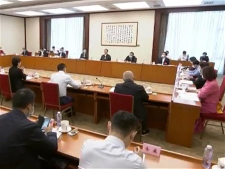 四川代表团分组审议政府工作报告 踊跃发言提出意见建议