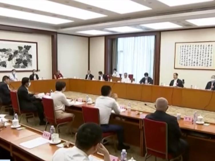 """四川代表团分组审议""""两高""""工作报告和有关决议草案"""